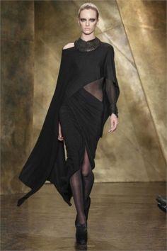 Donna Karan, abito nero asimmetrico
