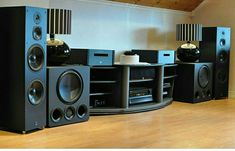 Hi-Fi Audio In Style for Home Entertainment Best Home Theater, At Home Movie Theater, Home Theater Rooms, Home Theater Design, Home Interior Design, Theatre, Home Theater Speaker System, Audio System, Mc Intosh
