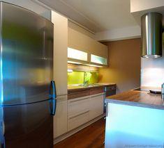 Modern Two-Tone Kitchen Cabinets #16 (Kitchen-Design-Ideas.org)