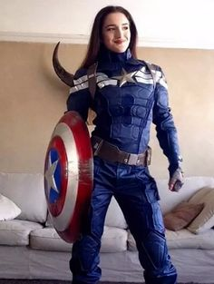 I don't need to conduct a thorough investigation to tell you what one ofthe hottest costumes of 2017 will be.I can tell you right now that you're going to beseeing at least four Wonder Woman costumes ateveryHalloween party you attend.Givenall of the talk surrounding the movieand how awesome it was, it's a guarantee.And no one will probably be mad about seeing kickass Wonder Woman out on October 31.