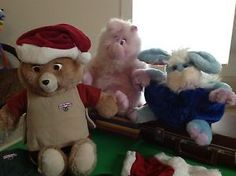 HUGE LOT of Vintage Teddy Ruxpin and friends PLUS Books, Cassettes and Outfits