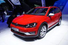"""""""Вседорожный"""" VW Golf дебютировал в Париже."""