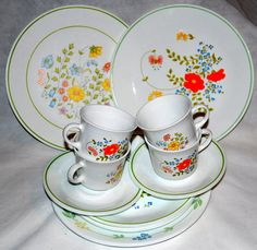 Corelle Mix and Match Wild Flower and Meadow Vintage Dish Set - Serving for 4 Corelle Ware, Corelle Plates, Corelle Dishes, Vintage Dishes, Vintage Kitchen, Vintage Pyrex, Vintage Glassware, Wild Flower Meadow, Wild Flowers