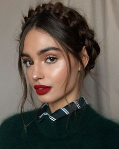 Chic hairstyles that make growing out a bob easy. Chic hairstyles that make growing out a bob easy. Chic Hairstyles, Holiday Hairstyles, Beautiful Hairstyles, Hairstyle Ideas, Woman Hairstyles, Hairstyle Tutorials, Spring Hairstyles, Updo Hairstyle, Elegant Hairstyles