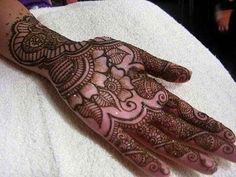 Images for Mehndi Designs jpg Beautiful Mehndi Designs for hand with leaves and flowers on full hand.