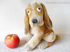 Steiff Basset, vintage 1961/62 produced only large 9 inch sitting mohair dog with swivel head, rare old Steiff animal in excellent condition