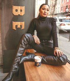 ☺ Girls and Coffee ☕️ High Heels Boots, Knee High Heels, High Leather Boots, Sexy Boots, Thigh High Boots, Over The Knee Boots, Black Boots, Leather Fashion, Fashion Boots