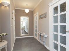 Tuscany - grey hallway with huge mirror Interior Design Examples, Beautiful Interior Design, Beautiful Interiors, Design Ideas, Maison Mca, Coretec Flooring, Grey Hallway, Long Hallway, Corridor Design