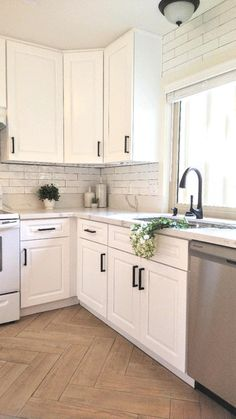 Kitchen Room Design, Modern Kitchen Design, Home Decor Kitchen, Interior Design Kitchen, Kitchen Ideas, White Kitchen Designs, Small Kitchen Redo, Laundry Room Design, Updated Kitchen
