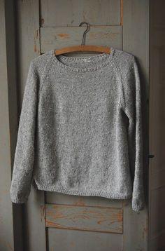 Silk Gray Pullover By Gralina Frie - Free Knitted Pattern - (ravelry) Jumper Patterns, Sweater Knitting Patterns, Knit Patterns, Free Knitting Patterns Sweaters, Knit Sweaters, Cardigan Pattern, How To Purl Knit, Fashion Mode, Fashion Wear