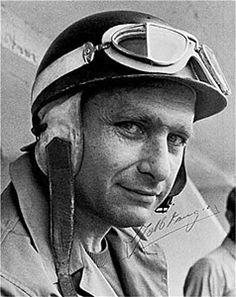Juan Manuel Fangio Déramo  (1911/6/24 - 1995/7/17) ファン・マヌエル・ファンジオ・デラモは、アルゼンチンのレーシングカー・ドライバーである。F1において5回のワールドチャンピオンに輝いているが、これは2003年にミハエル・シューマッハに破られるまで、46年間も史上最多記録を誇っていた。