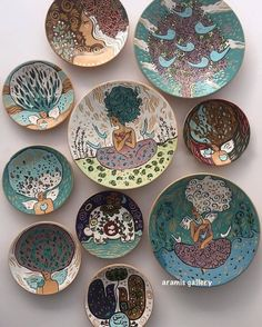 The video consists of 23 Christmas craft ideas. Love Ceramic, Ceramic Design, Ceramic Clay, Ceramic Painting, Ceramic Pottery, Pottery Art, Clay Plates, Ceramic Plates, Plates On Wall