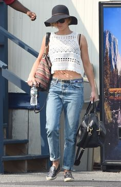 Jennifer Lawrence Looks Hot, Wears Crop Top, Exposes Bra After Nicholas Hoult Split