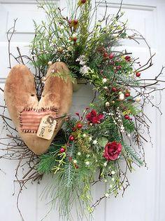 Cute idea for Valentine wreath :)