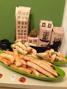 gruseliges im Wonderland. Eine Halloween-Party mit vielen Snacks. http://checkoutwonderland.com/2013/11/02/boo-wenn-gespenster-hexen-und-vampire-zu-besuch-sind/