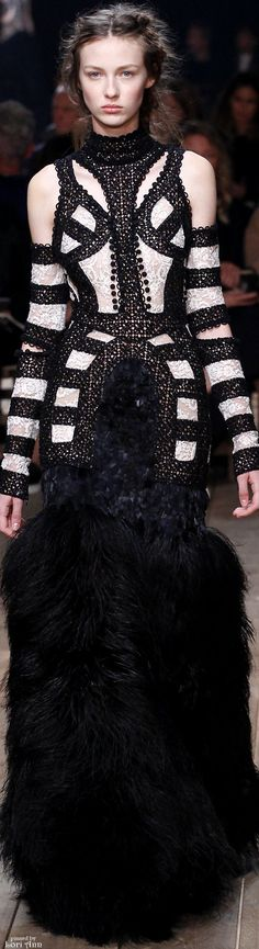 Alexander McQueen Spring 2016. Fashion trends, luxury life, exclusive design, long dress, black and white dress. For more luxury news check out: http://luxurysafes.me/blog/