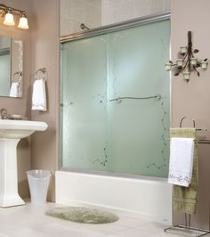 "36"" Tulip Corner shower - Keystone by MAAX 