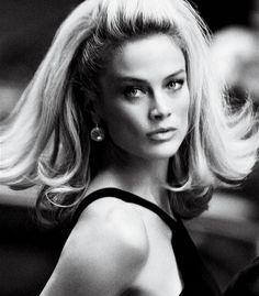 Who else loves this timeless hair style? #hair #beauty