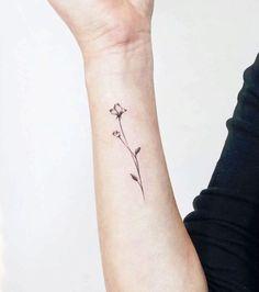 33+ Small & Meaningful Wrist Tattoo Ideas