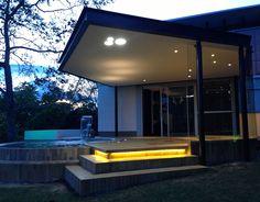 Entrenubes, Los espacios abiertos e iluminados, la transparencia y la armonía son elementos que predominan en esta vivienda. #DreamHouse #architecture #water