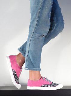 Scarpe del marchio Venus (Made in Ecuador), personalizzate a mano - in Italia - da Flamingo para Colores de Sudamerica. Ogni pezzo è unico e numerato.  Eseguibili anche su richiesta, in altri...