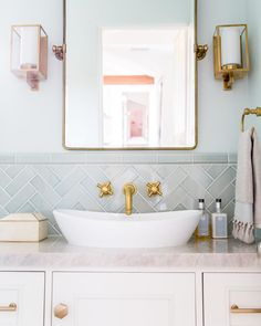 """The Sunday Times Home's Instagram profile post: """"This pastel powder room in Malibu was designed by US-based @towne.and.main. The teeny space features a @victoria_albert_baths Amalfi 55…"""" Art Deco Bathroom, Small Bathroom, Bathroom Ideas, Bathroom Flooring, Bathroom Faucets, Victoria And Albert Baths, Countertop Basin, Classic Bathroom, Rustic Bathrooms"""