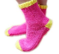 The easiest knitted socks ever diy tutorial and pattern. Knitted on straight needles with worsted weight yarn, but with the pictures and shape of this sock, it would be simple to adjust it! Easy Knitting Patterns, Loom Knitting, Knitting Socks, Free Knitting, Knitting Projects, Baby Knitting, Crochet Socks, Knitted Slippers, Crochet Food