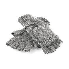 Manusi impletite fara degete, cu clapeta. #Manusi tricotate #promotionale fara degete, cu clapeta, realizate din poliacril 100%. Mansetele sunt dublate, iar #clapeta detasabila - care acopera degetele - se prinde in nasturi Manusile au un model unisex si pot fi folosite cu dispozitivele cu ecran #tactil lasand libere varfurile degetelor. Manusile impletite pot fi #personalizate cu #logo-ul dvs si oferite cadou in campaniile de #marketing din sezonul rece.