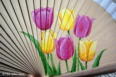 THE YLLW LINE: Abanicos pintados a mano y... ¡cerramos por vacaciones! Painted Fan, Hand Painted, Paper Fans, Exotic, Projects To Try, Cool Stuff, Floral, Crafts, Painting