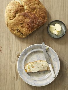 Julebrød med valnøtter og aprikos Camembert Cheese, Dairy, Food, Eten, Meals, Diet
