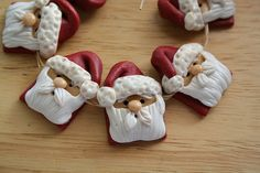 Santa Beads by Tina T.'s Polymer Clay, via Flickr Polymer Clay Ornaments, Polymer Clay Projects, Diy Clay, Clay Crafts, Xmas Pictures, Paper Mache Clay, Polymer Clay Christmas, Clay Design, Pasta Flexible