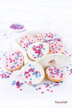 Kleine Mini-Kuchen - ein Klassiker mit Nostalgie-Faktor. Für eine Party, Kindergarten-Feste, Schul-Feiern, Klassenfeste oder zum Kindergeburtstag - Rezept für Amerikaner von herzelieb - schnell, einfach gut!