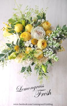 So fresh and sunny Yellow, white and foliage wedding bouquet.....perfect for a Summer wedding !