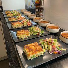 Easy Party Food, Food Displays, Weird Food, Food Platters, Food Decoration, Food Goals, Cafe Food, Aesthetic Food, Food Presentation
