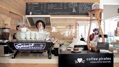 Bereits im September 2012 haben die CoffeePirates in der Spitalgasse eröffnet. Die vielen Sitzplätze, das angenehme Ambiente und auch die Lage direkt am Uni Campus Altes AKH sorgen dafür, dass das Lokal immer gut besucht ist. Zurecht, wie wir finden, denn auch der Kaffee kann sich sehen (bzw. schmecken) lassen. Lokal, Uni, September, Coffee, Drinks, Kaffee, Drinking, Beverages, Cup Of Coffee