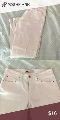 """Levi Mid-Rise White Skinny Jeans Tag says 8 but they definitely fit like a 6. See measurements to determine size. Bought on here but they didn't fit so I am reposhing for very cheap! These must go! Make an offer!! Very good condition, no stains/wear.  ****Lying flat: 9"""" front rise. 14"""" back rise. 15.5"""" waist. 26.5"""" inseam. 6.25"""" ankle opening.**** Levi's Jeans Skinny"""