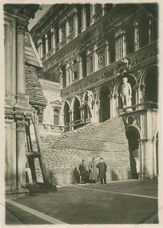 A century after the beginning of WWI Civita Tre Venezie is exhibiting 350 original photos how the city of Venice defended itself at the time of the Great War