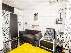 Garsoniera este aproape de metrou 🚇, situata la etajul 8/10 intr-un bloc reabilitat termic. Aceasta este decomandata si are o suprafata utila de 30mp Places To Rent, Couch, Furniture, Home Decor, Settee, Decoration Home, Room Decor, Sofas, Home Furnishings