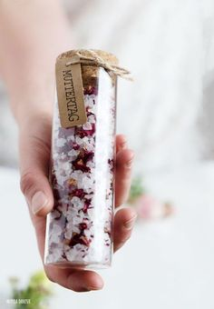 Make bath salts yourself Mother's Day Mother's Day gift ideas for tinkering with children Mothers Day Gif, Fathers Day, Diamond Wedding Cakes, Wedding Cards, Wedding Gifts, Nana Gifts, Vinyl Gifts, I Love My Dad, Diy Tattoo