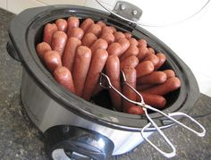 cook hot dogs for a crowd, no water needed. This worked great for my daughter's preschool carnival day! I had mine set to 'keep warm' for a few hours before. The hot dogs steam up perfectly. How To Cook Eggs, Best Cooking Oil, Hot Dogs, Sausage, Meat, Food, Cooking Eggs, Eten, Sausages