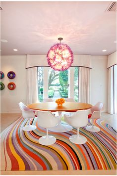 Such a happy space. That rug makes the room look like it's moving!