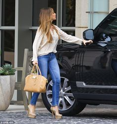 Sofia Vergara dons loose-fitting blouse as surrogacy rumours continue #dailymail