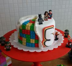 Bolo Lego: 50 Ideias de Decoração Incríveis para a Festa Lego Cake, Birthday, Desserts, Food, Decorating Ideas, Deserts, Dessert, Meals, Birthdays