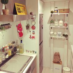 キッチンDIYで棚を取り付け♪収納棚が増えればキッチン周りもスッキリ - Colors(カラーズ)