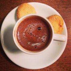Tatlı üzerine bol köpüklü bir Türk Kahvesi olmazsa da olmaz tabii☺️ #kaserol #türkkahvesi #kahve #cookies