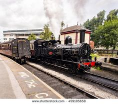 Howarth, Yorkshire, UK. July 17th 2016. Keighley and Worth Valley Railway. Vintage steam trains and carriages leaving the station, Keighley,…