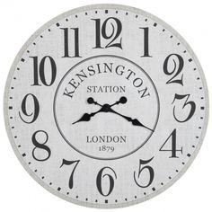 Donnez du style à votre décor avec cette superbe horloge blanche et noire en bois ! D'un diamètre de 80 cm, ce modèle opulent et très élégant se compose d'un cadran à chiffres romains et fines aiguilles noires. Faisant référence à la station Kensington de Londres et à l'année 1879, elle est chargée d'histoire et sera un atout de taille dans votre intérieur à tendance rétro.