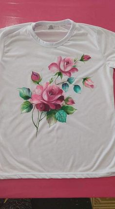 Dress Painting, T Shirt Painting, Stencil Painting, Painting Patterns, Fabric Painting, Fabric Art, Fabric Paint Shirt, Paint Shirts, Hand Painted Sarees