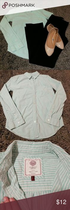 So Perfect Oxford Long Sleeve Color: mint green and white striped Fit: relaxed Type: Oxford button up with collar, 2 buttons on sleeves means you can easily unbutton and roll them up!  Condition: pre-loved, no stains/pilling/holes- only worn a few times!  Always feel free to make an offer/ ask questions! I will also discount bundles of 2+ items 😁 SO Tops Button Down Shirts