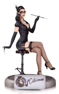 DC Comics Bombshells Catwoman Statue Protect your valuables-or put this stunning statue alongside them! The line of striking stylized statues modeled after the pin-ups of the continues with the feline fatale Catwoman! Limited Edition of Mea Catwoman Cosplay, Cosplay Gatúbela, Cosplay Ideas, Cosplay Costumes, Costume Ideas, Dc Comics Bombshells, Super Heroine, Figure Model, Comic Character